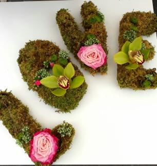Commandez votre mot personnalisé. Lettres en mousse avec fleurs ou uniquement en mousse pour une longue durée