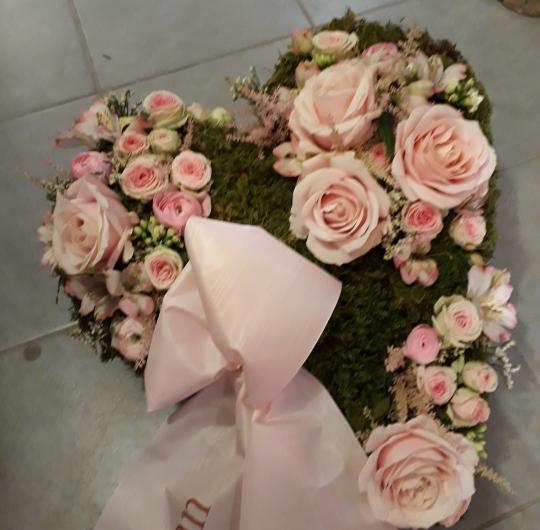 Coeur rose avec ruban